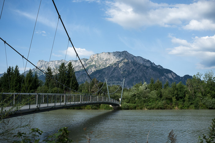 Passerelle sur la Salzach, à Urstein, Autriche