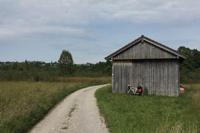 Une grange dans les pâtures