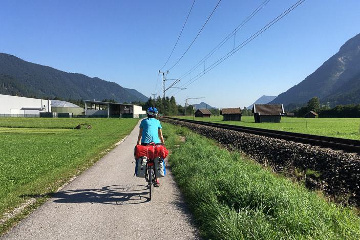 Le long du chemin de fer