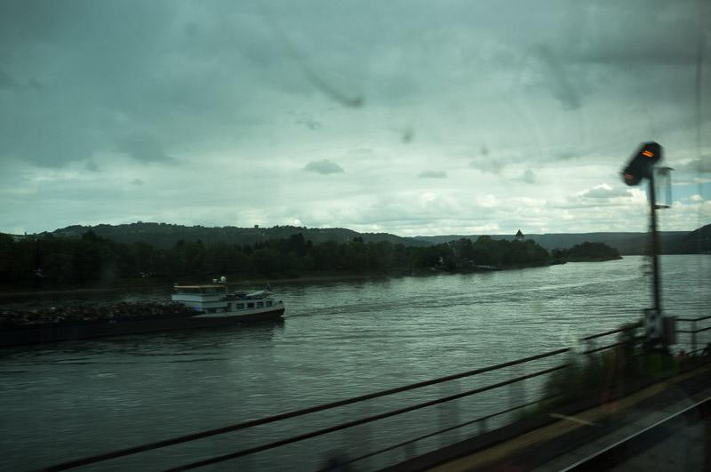 Bavière 2017 - Le Rhin, vu du train. La météo n'est pas si mal, mais les vitres sont sales.